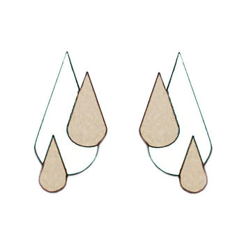 Let It Rain earrings | white/wood