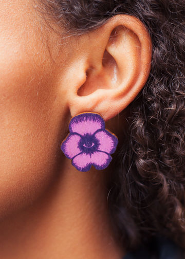 Totem Flowers stud earrings | bilberry/calluna