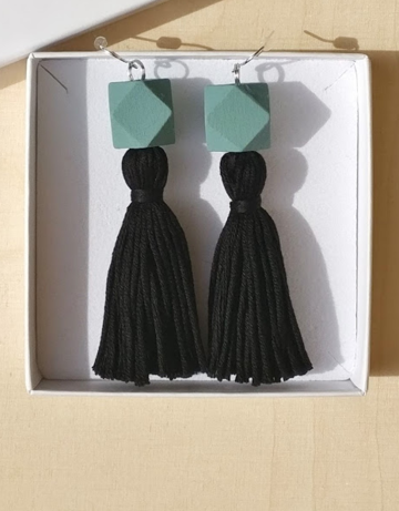Wou earrings long | black on turquoise