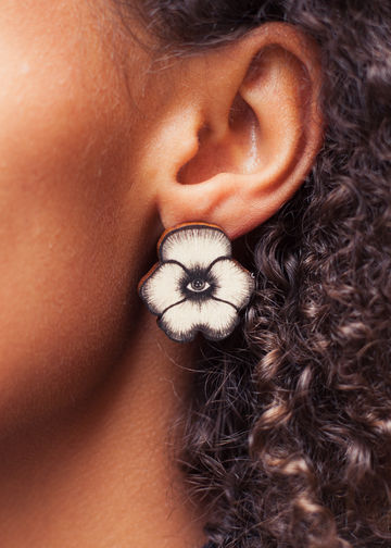 Flower Totem stud earrings | black/wood